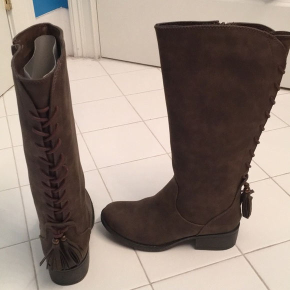 84652655ff0 Soft leather, girls Steve Madden brown boots. NWT